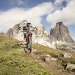 Biker sul percorso di Enduro