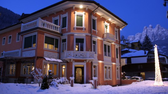 hotel-luis-night